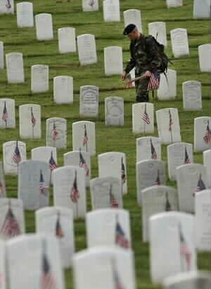 memorial-day-flags-in-2004-010.jpg